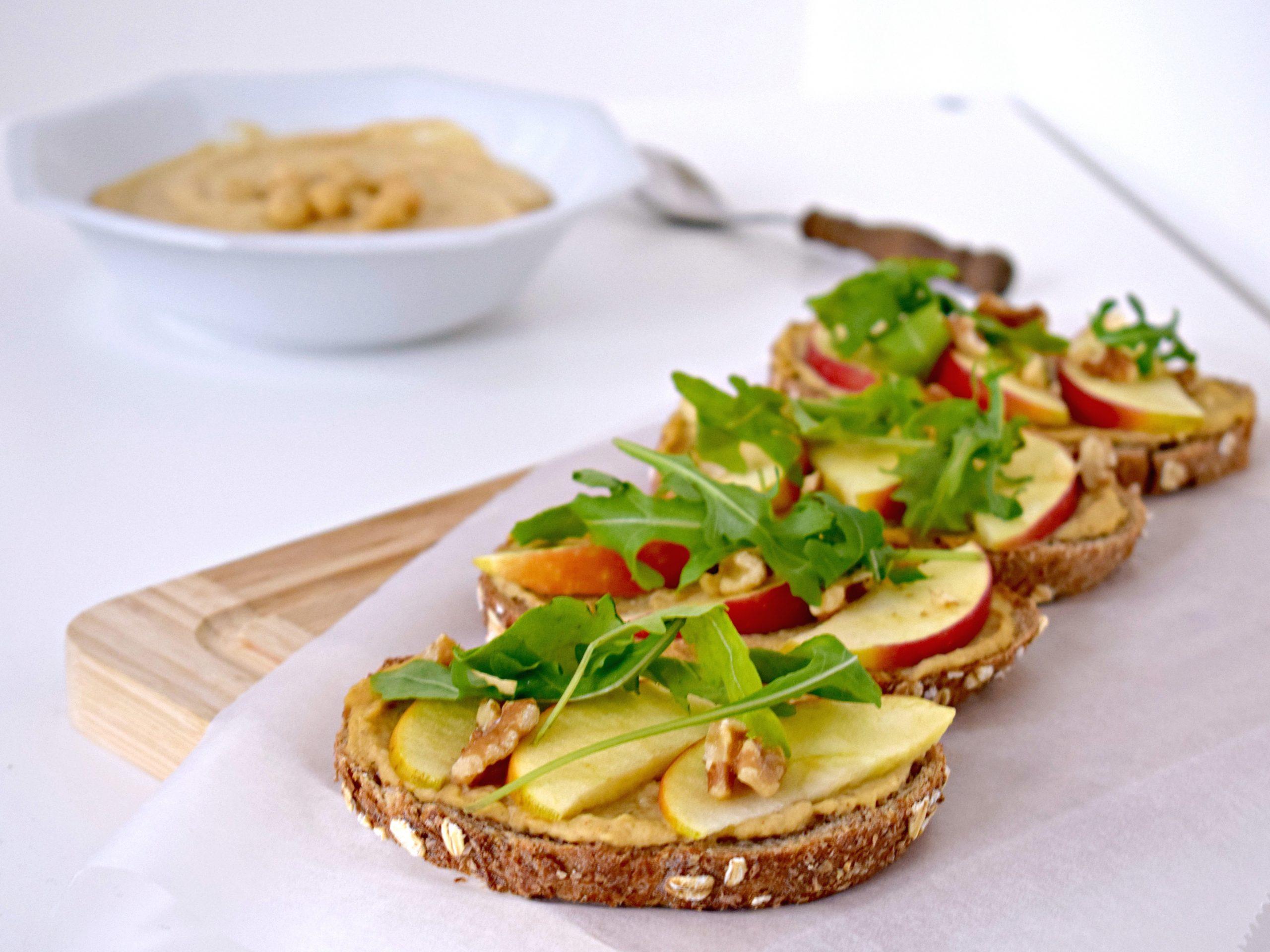 Hummus, appel, walnoten broodje