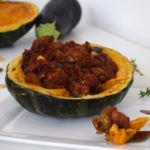 Gevulde pompoen met aubergine, champignons en falafel