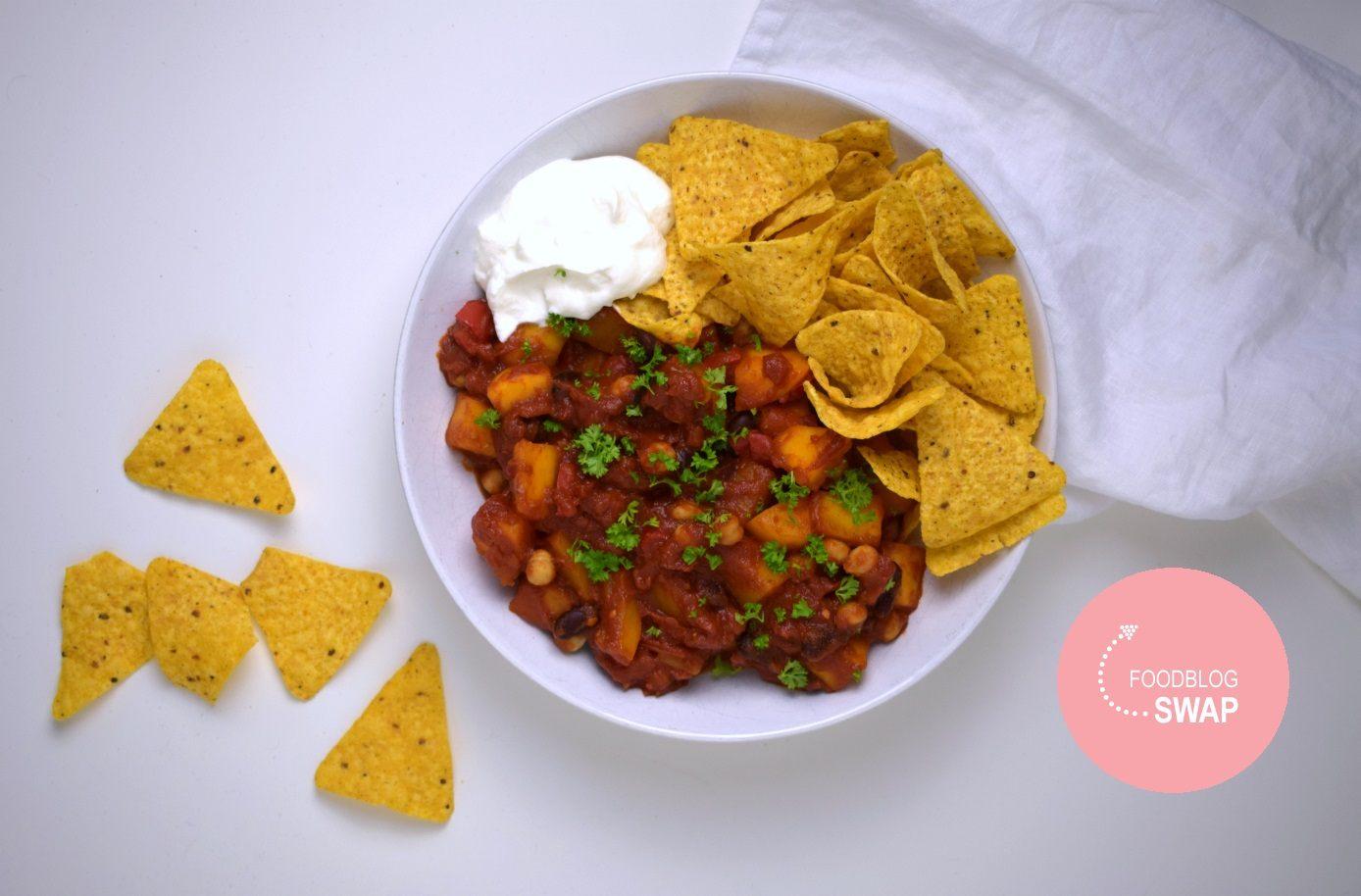 Vegan pompoen chili met tortilla chips