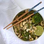 Vegan noedels met broccoli en sperziebonen