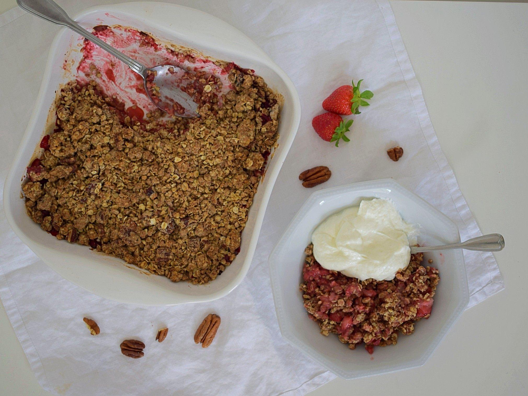 Vegan strawberry crumble