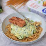 Pasta met courgette saus en vegan zalm