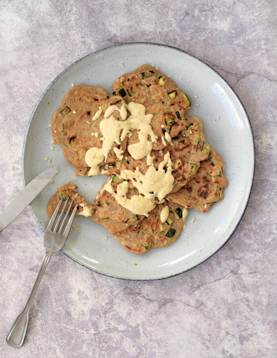 Vegan hartige courgette pannenkoeken
