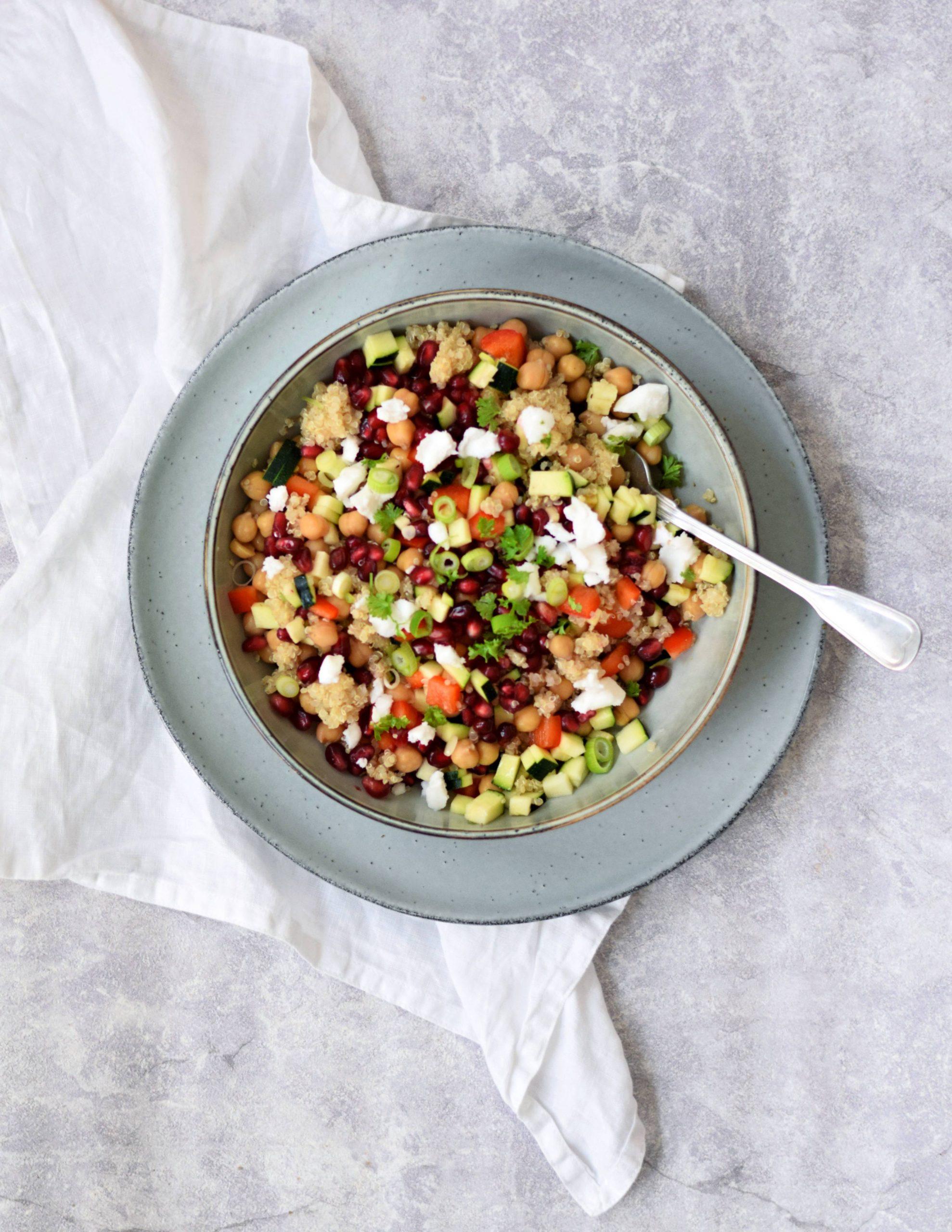 Vegan quinoa salade met feta en granaatappelpitjes