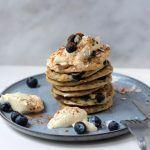 Vegan Bananen pannenkoeken met blauwe bessen