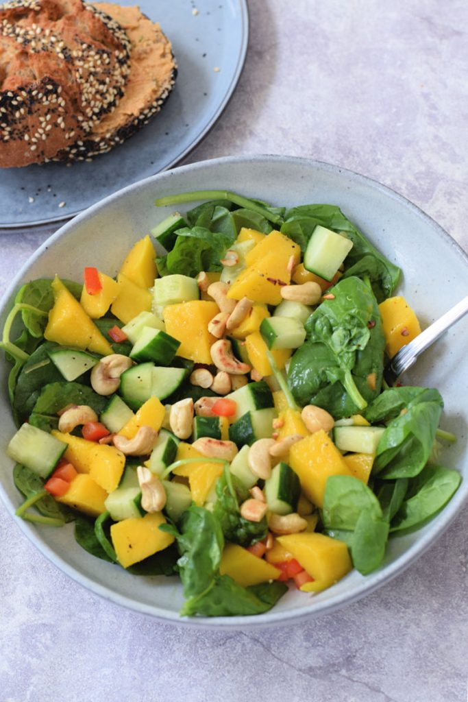 vegan komkommer mango salade