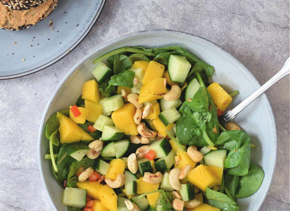 Komkommer mango salade met pit