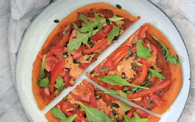 Paprika pizza met hummus